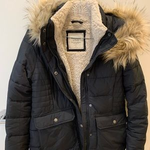 Abercrombie & fitch short black puffer - small